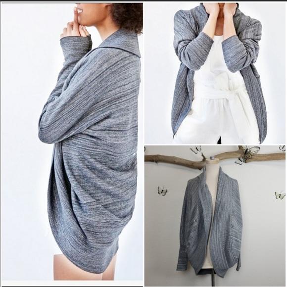 Wilfred/Artizia Diderot Sweater in light grey. 💜